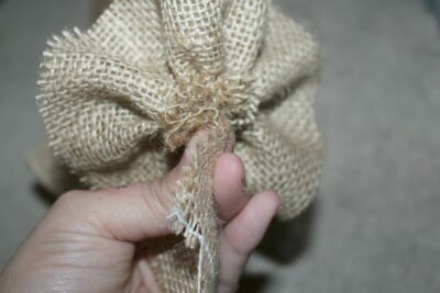 These burlap flowers might look difficult to make, but it is really rather simple! Get the step by step instructions to make your very own!!